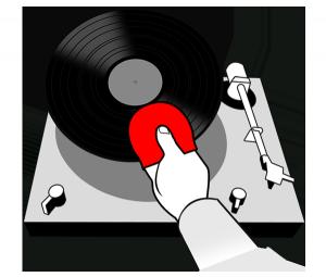 Die Platte mit dem Recordbutler auf den Plattenspieler legen