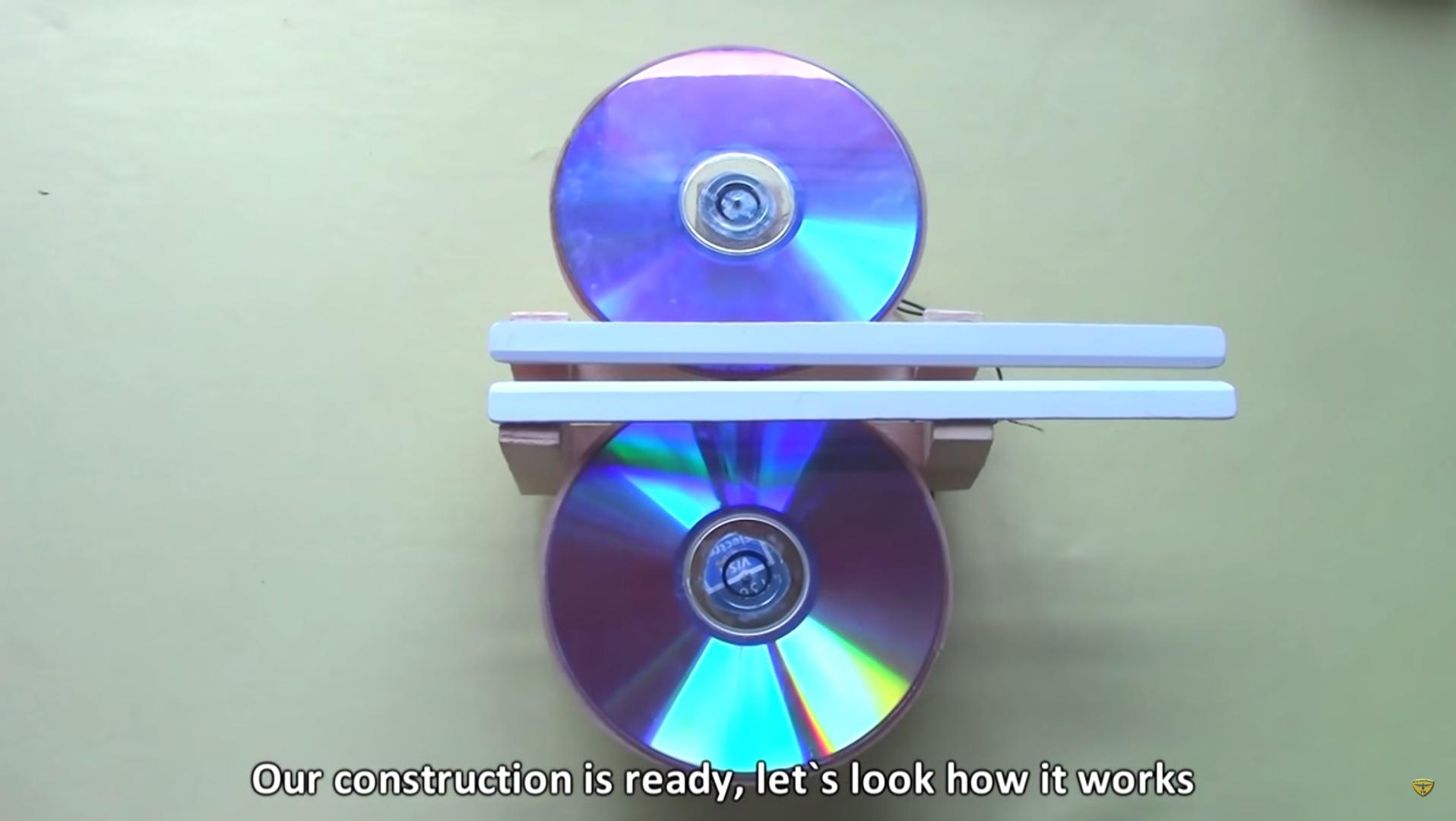Papierflieger Katapult aus optischen Speichermedien