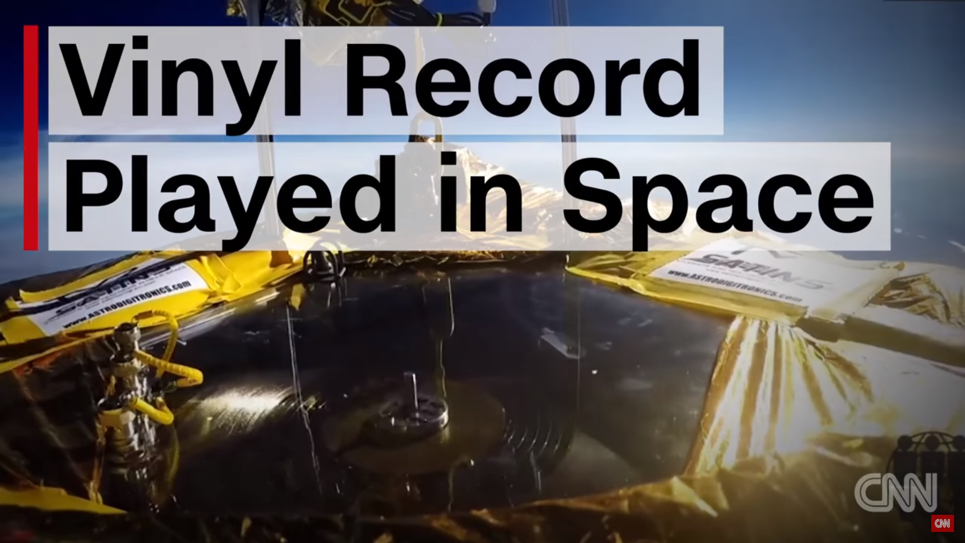 Vinyl im Weltall. Bild: Screenshot YouTube CNN